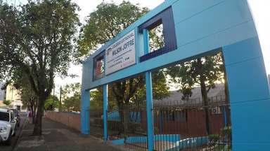 Professores estaduais aderem a paralisação - Aulas e outras atividades foram suspensas na maioria dos colégios estaduais.