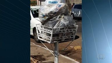 População cobra coleta de lixo em Goiânia - No Setor dos Funcionários, por exemplo, uma moradora conta que o lixo não é recolhido há uma semana.