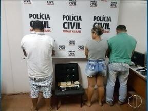 Três pessoas são presas durante operação contra o tráfico de drogas em Janaúba - O líder do grupo, segundo a Polícia Civil, chegou a ser preso em janeiro, mas foi solto seis dias depois; a esposa dele e um 'entregador' das drogas também foram presos e conduzidos para o Presídio Regional da cidade.