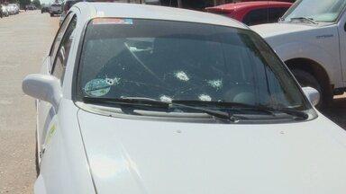 Em Macapá, homem morre em troca de tiros com a polícia após manter taxista refém - Caso foi na madrugada desta quarta-feira (30) na Zona Norte. Assaltante pegou o veículo e anunciou o roubo.
