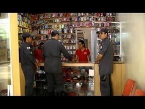 Bombeiros realizam Operação Alerta Vermelho e vistoriam comércios no Leste de Minas - Objetivo é orientar proprietários dos comércios sobre segurança contra incêndio e pânico; ação foi realizada nesta quarta-feira (30).