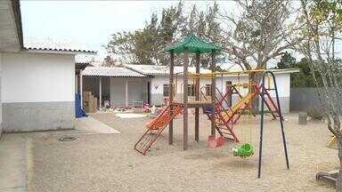 Centro de Educação Infantil em São José está com as portas fechas por surto de sarna - Centro de Educação Infantil em São José está com as portas fechas por surto de sarna