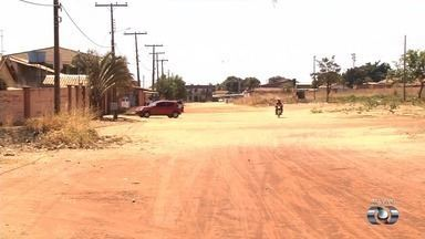 Moradores reclamam da falta de asfalto no Setor Pontal Sul, em Aparecida de Goiânia - Poeira causa vários problemas para a comunidade.