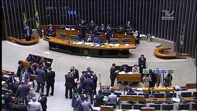 Revisão da meta fiscal fica para a semana que vem; meta prevê um rombo de R$ 159 bilhões - Na sessão que avançou a madrugada desta quinta (31), faltou quórum para concluir as votações.