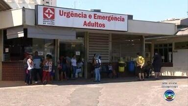 Mais de 50 pessoas estão à espera de vagas de internação em Bauru - A fila de espera por internações nos hospitais de Bauru deixa familiares e pacientes apreensivos por conta da situação. Cinquenta e três pessoas estão aguardando por uma vaga, inclusive, uma mulher que espera há quatro dias na lista.