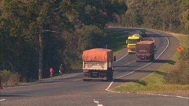 Caminhoneiros: conheça a vida pelas estradas do Paraná (parte 1) - Conheça a rotina e os desafios de quem vive na boleia de um caminhão
