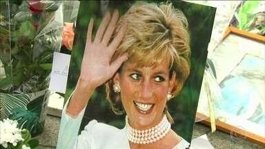 Reino Unido lembra os 20 anos da morte da princesa Diana - Desde a madrugada, os fãs se reuniram diante dos portões do Palácio de Kensington, em Londres, onde ela morava. Príncipes William e Harry, filhos de Diana, visitaram o jardim branco, criado em memória da chamada princesa do povo.