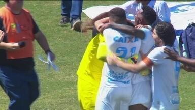 Londrina e Atlético-MG vão decidir o título da Copa da Primeira Liga - Londrina venceu o Cruzeiro nos pênaltis.