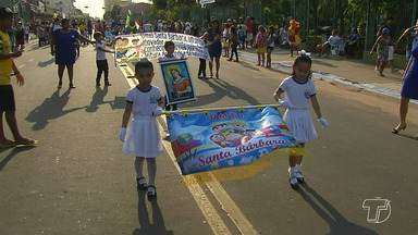 Desfiles em alusão a independência do Brasil é realizado no bairro Caranazal - Alunos de 27 escolas participaram da programação. Nesta terça-feira (05) o desfile será pela manhã, no bairro Prainha, Livramento, e na orla a noite.