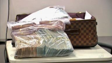 Polícia finaliza contagem de material apreendido na Operação Dissimulare - Foram R$ 100 milhões só em tecidos.