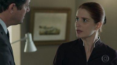 Malagueta convence Mônica a ficar no hotel - Mônica teme ser chamada para depor sobre a participação de Agnaldo no roubo do hotel, mas Malagueta consegue fazê-la mudar de ideia