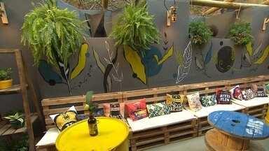 Saiba como montar espaço para cervejinha na sua casa com materiais aproveitados - Globo Horizonte visita neste domingo (10) a mostra 'Morar Mais'.