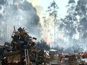 Incêndio atinge depósito de materiais recicláveis - Local fica em Rancharia.