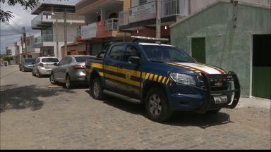 Policial rodoviário tem arma e carro roubados na BR-104, em Barra de Santana - Caso aconteceu na manhã deste domingo (10) quando agente seguia viagem para Pernambuco.