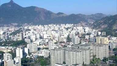 Moradores do Rio ainda têm dúvidas sobre novo cálculo do IPTU - Projeto de lei foi aprovado na última terça-feira, na Câmara de Vereadores. O prefeito Marcelo Crivella está analisando as 25 emendas propostas pelos parlamentares.