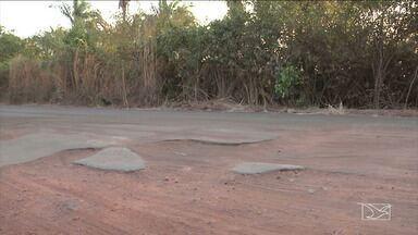 Buracos tomam conta da MA-026 no MA - Buracos tomaram conta da rodovia estadual entre Codó e Timbiras e tira o sossego dos condutores de veículos e torna a viagem mais perigosa.