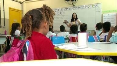 Secretaria municipal de Educação começa reforço para alunos afetados pela violência - Até agora, rede municipal só teve 9 dias letivos com todas as escolas funcionando normalmente. Alunos do Jacarezinho são os primeiros a receber a reposição de conteúdo.
