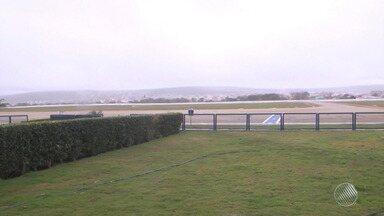 Neblina causa atrasos e cancelamentos de voos no aeroporto de Vitória da Conquista - A cerração é comum nesta época do ano, no sudoeste.