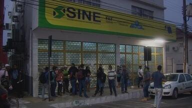 Sine de Porto Velho fica lotado depois de anúncio de vagas no setor de construção civil - O recebimento de currículos vai até a próxima sexta-feira (15).