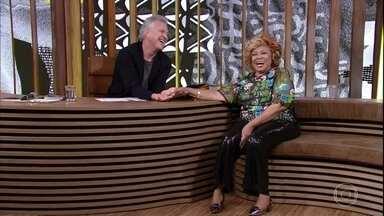 Bial fica hipnotizado pelas unhas de Alcione - Cantora afirma que usou nova técnica, a maquiagem de unhas, especialmente para ir ao programa