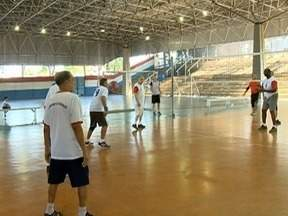 Equipe de vôlei de Presidente Prudente participa dos Jogos Regionais do Idoso - Neste ano, competição acontece em Marília (SP).