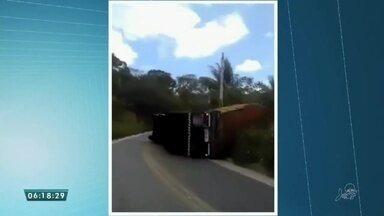 Caminhão tomba na rodovia CE 187 em Ipu - Saiba mais em g1.com.br/ce