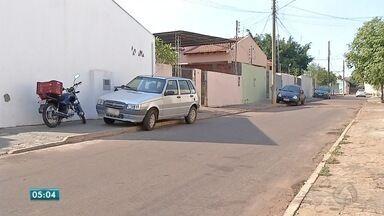 Motoristas desrespeitam pedestres nas calçadas em Rondonópolis - Motoristas desrespeitam pedestres nas calçadas em Rondonópolis.