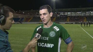 Com lances polêmicos, Boa Esporte e Guarani ficam no empate e continuam longe do G-4 - Em posição irregular, atacante do Boa empatou a partida aos 44 minutos do segundo tempo.