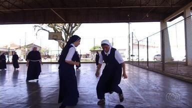 Confira os destaques do Globo Esporte desta quarta-feira (13) - Time de freiras faz sucesso.