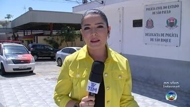 Suspeito de estupro é flagrado dormindo ao lado de delegacia após vítima registrar caso - Um homem suspeito de estuprar uma adolescente de 17 anos foi preso minutos depois que a vítima registrou um boletim de ocorrência na delegacia de São Roque (SP).