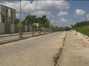 Moradores do bairro de Bodocongó reclamam da falta de ônibus - Os moradores precisam fazer uma longa caminhada para chegar a um ponto de ônibus mais próximo.