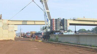 Obra do viaduto em fase final de conclusão - Viaduto três e meia deve ficar pronto em 30 dias.