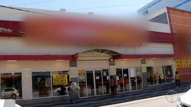 Teto de supermercado desaba e deixa quatro feridos no Centro de Macaé, no RJ - Acidente aconteceu na tarde desta quarta-feira (13).