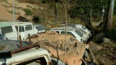 Prefeitura de Petrópolis, RJ, leva prejuízo de R$ 200 mil com carros abandonados - Assista a seguir.