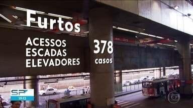 SP2 - Edição de sexta-feira, 15/09/2017 - Casos de furto e tentativa de furto nas estações e trens da CPTM e do metrô aumentaram. Passageiro levava cobras e lagartos em mala no Aeroporto de Guarulhos.