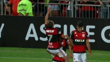 Os gols de Flamengo 2 x 0 Sport pela 24ª rodada do Campeonato Brasileiro - Gol do Flamengo! Berrío cruza, e Everton Ribeiro cabeceia pra marcar, aos 47' do 1º tempo