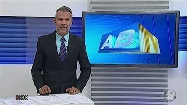 Polícia prende três suspeitos de ataque contra jornalista em PE - A polícia prendeu três suspeitos de participar do tiroteio que acabou envolvendo Alexandre Farias o apresentador da TV Asa Branca, em Caruaru. Ele foi atingido na cabeça por uma bala perdida e continua internado na UTI.
