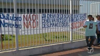 Familiares de desaparecidos em naufrágio de rebocador fazem protesto em frente à Justiça F - Ato ocorreu na manhã desta terça-feira (19) e pediu celeridade no processo de resgate dos nove desaparecidos.