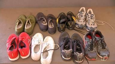 Professora faz campanha de coleta de tênis para que alunos fazerem atividades físicas - Professora percebeu que a maioria dos alunos praticava as atividades físicas sem os calçados. Saiba como fazer a doação.