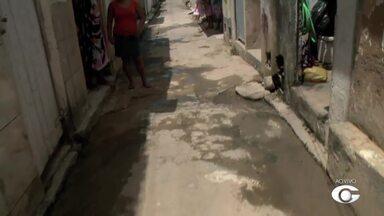 Esgoto tem causado transtornos no bairro da Jatiúca - Moradores da Rua Santa Sofia cobra providência.