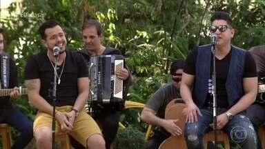 Henrique e Diego abrem o 'É de Casa' com música - Dupla canta o sucesso 'Suíte 14'