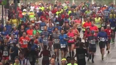 Em dia de eleição na Alemanha, queniano Eliud Kipchoge vence Maratona de Berlim - Em dia de eleição na Alemanha, queniano Eliud Kipchoge vence Maratona de Berlim