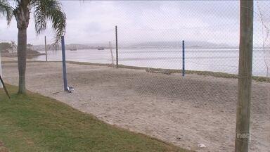 Beira-mar de Florianópolis recebe três quadras esportivas de areia - Beira-mar de Florianópolis recebe três quadras esportivas de areia