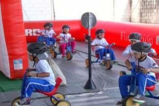 Projeto itinerante leva ruas e avenidas para dentro das escolas do Alto Tietê - Iniciativa busca incentivar a educação no trânsito.