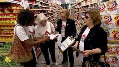 Movimento das donas de casa de MG orienta consumidores sobre economia - Entidade fiscaliza preços de lojas e mercados desde os tempos da hiperinflação. Objetivo hoje é educar para o consumo consciente.