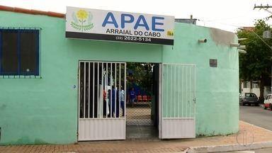 Apae em Arraial do Cabo, RJ, passa por dificuldades financeiras - Assista a seguir.