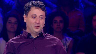 Daniel Minahim erra a resposta de 'Quem Quer Ser Milionário?' e fatura 50 Mil - Psiquiatra erra e sai do jogo