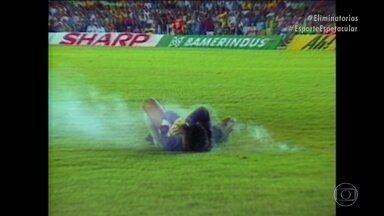 Relembre o confronto entre Brasil e Chile pelas Eliminatórias de 1989 - Jogo foi marcado pela simulação do goleiro Rojas, que fingiu ser atingido por um rojão. Partida só foi realmente definida oito dias após o fim.