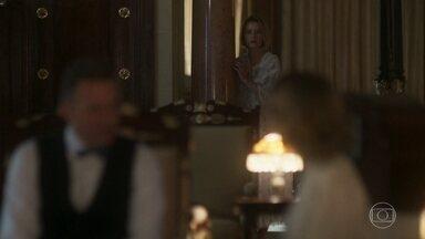 Celina ouve Bernardo dizer que Alzira e Celeste são irmãs - Ela fica muito desconfiada