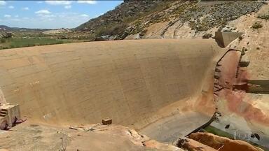 Pelo menos 25 barragens correm o risco de se romper no Brasil - Os problemas se concentram em grandes reservatórios. A Agência Nacional de Águas aponta falhas na fiscalização provocadas pelo corte de verbas.